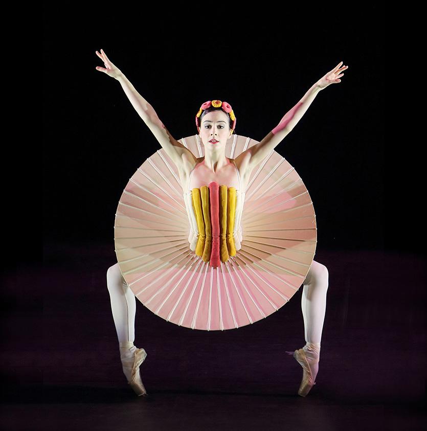Das Triadische Ballett - Scheibenrock - Marta Villalba © Wilfried Hösl