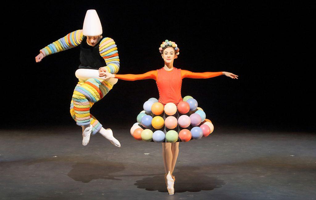 Das Triadische Ballett Türke Kegel Türkenrock - Sebastian Goffin, Marta Villalba © Wilfried Hösl