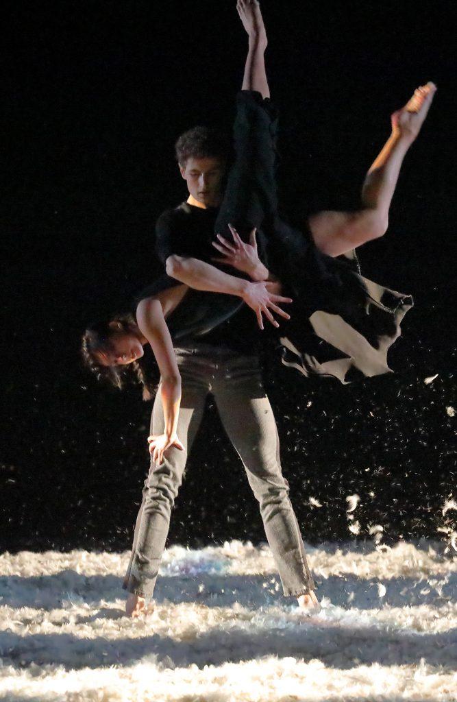 UnHeaven Bayerisches Junior Ballett Anna Greenberg Hélian Potié © Wilfried Hösl